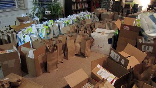 packing swag bags vida vegan con
