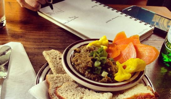 Lentil pâté and notebooks, that's how it gets done.